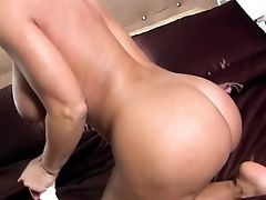 Lisa Ann Is A Good Looking Cougar With Amazing Massive