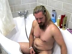 Bearded German Advisor Pissing And Jerking Off In The Bath (multicam, 1080p, 60fps)
