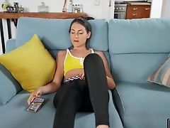 Spying On Sexy Stepsister Jilling Off Her Cunny And Fucking Herself With A Electro-hitachi