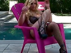 Blonde And Sexy Julia Ann Likes Masturbating Over By The Pool Over Her Bald Cunny