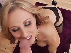Hypnotizing Blonde Cougar Julia Ann Finishes Up With Finger-tickling To Give Blow-job